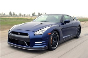 Nissan тестирует обновленную версию модели GT-R