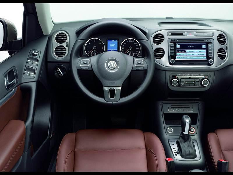 Volkswagen Tiguan примерил новое лицо .