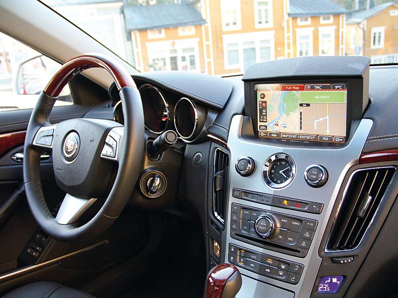 Тест-драйв Cadillac CTS (2011)